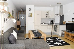 Wohnraum mit Küche in Ferienwohnung A5